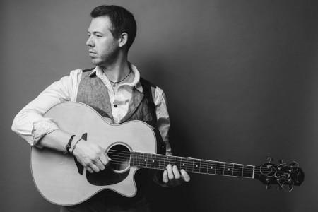 Dan - Singer/Guitarist