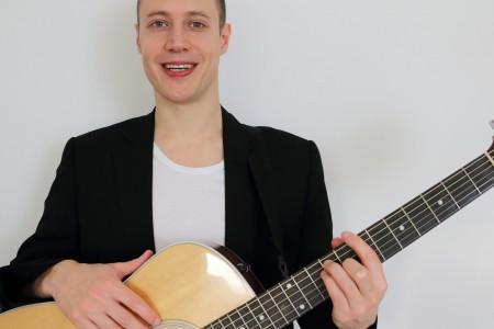 Marcus - Singer/Guitarist