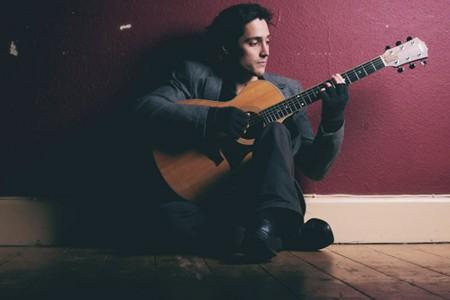 Oliver - Guitarist